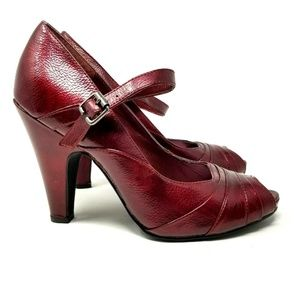 Miss Bisou womens heels size 7 M ruby red